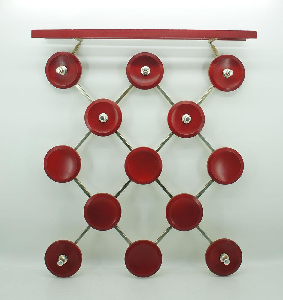70er garderobe wandgarderobe mit hutablage waben rund rot for Garderobe 70er design