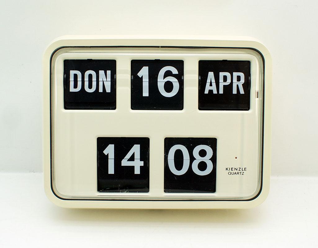 Orig 70er Kienzle Quartz Klappzahlenkalender Wanduhr Wall