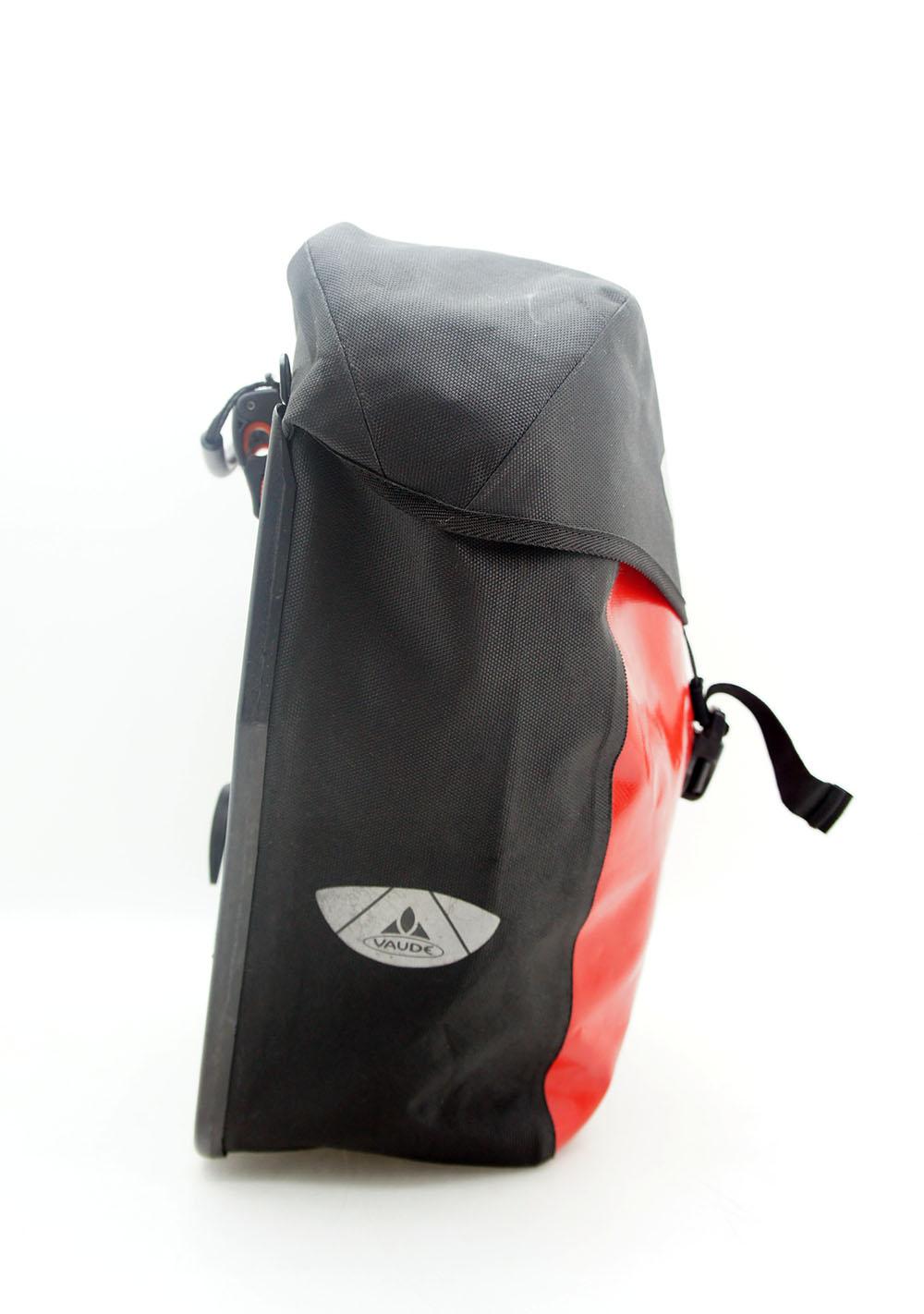 vaude fahrrad rucksack lkw plane wasserdicht rot schwarz. Black Bedroom Furniture Sets. Home Design Ideas