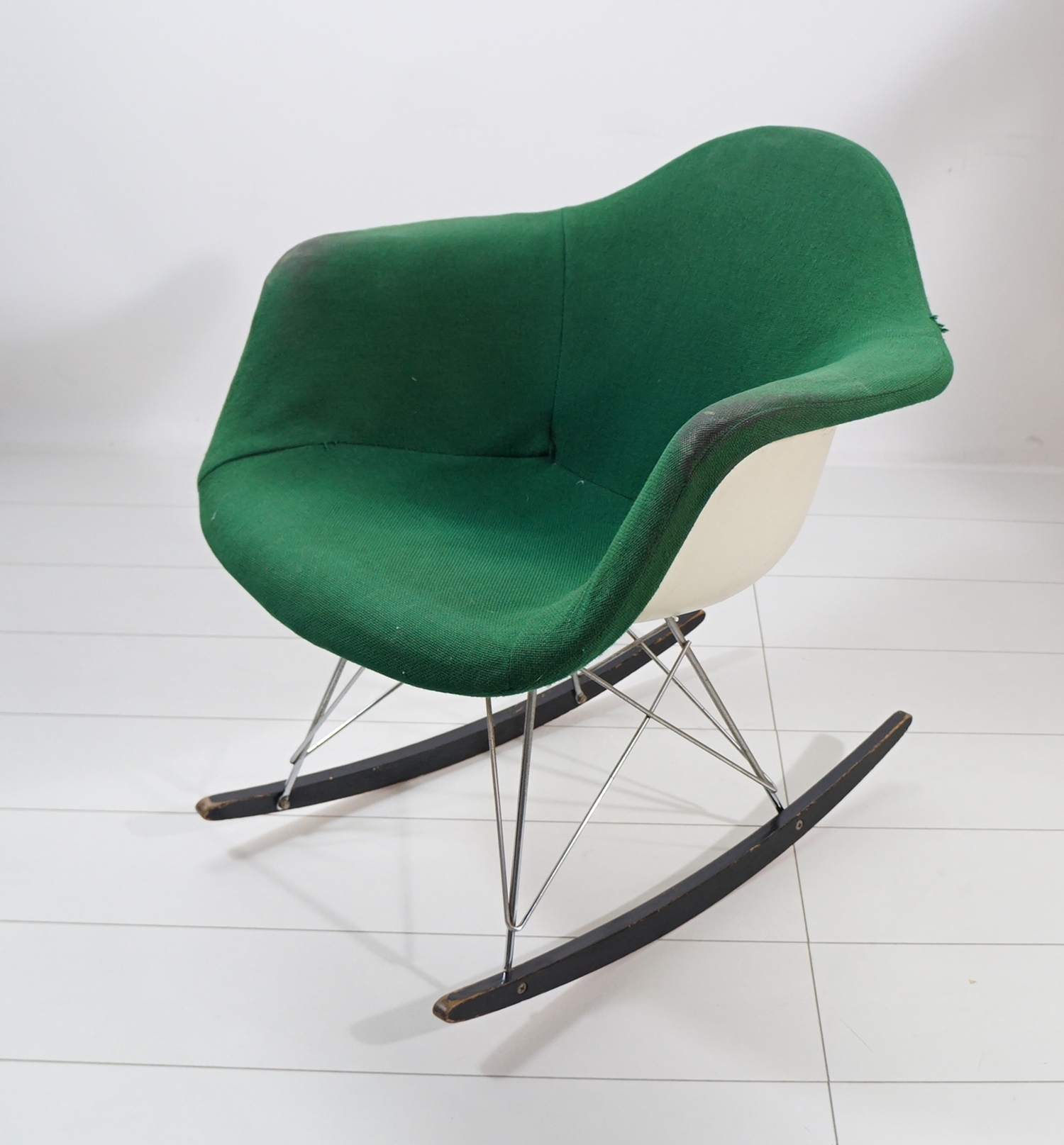 hermann miller charles eames schaukelstuhl rocker rocking chair. Black Bedroom Furniture Sets. Home Design Ideas