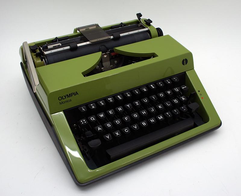 schreibmaschine olympia monica gr n mechanisch mit koffer. Black Bedroom Furniture Sets. Home Design Ideas
