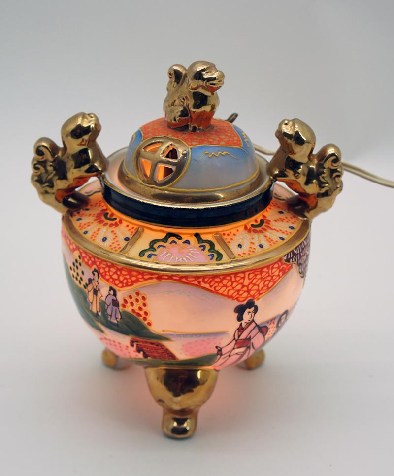 Chinesische-Duftlampe-China-Rauchverzehrer-aus-Porzellan-mit-Lampe-und ...